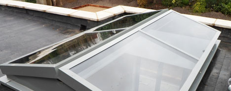 Succah Rooflight in silver grey closed